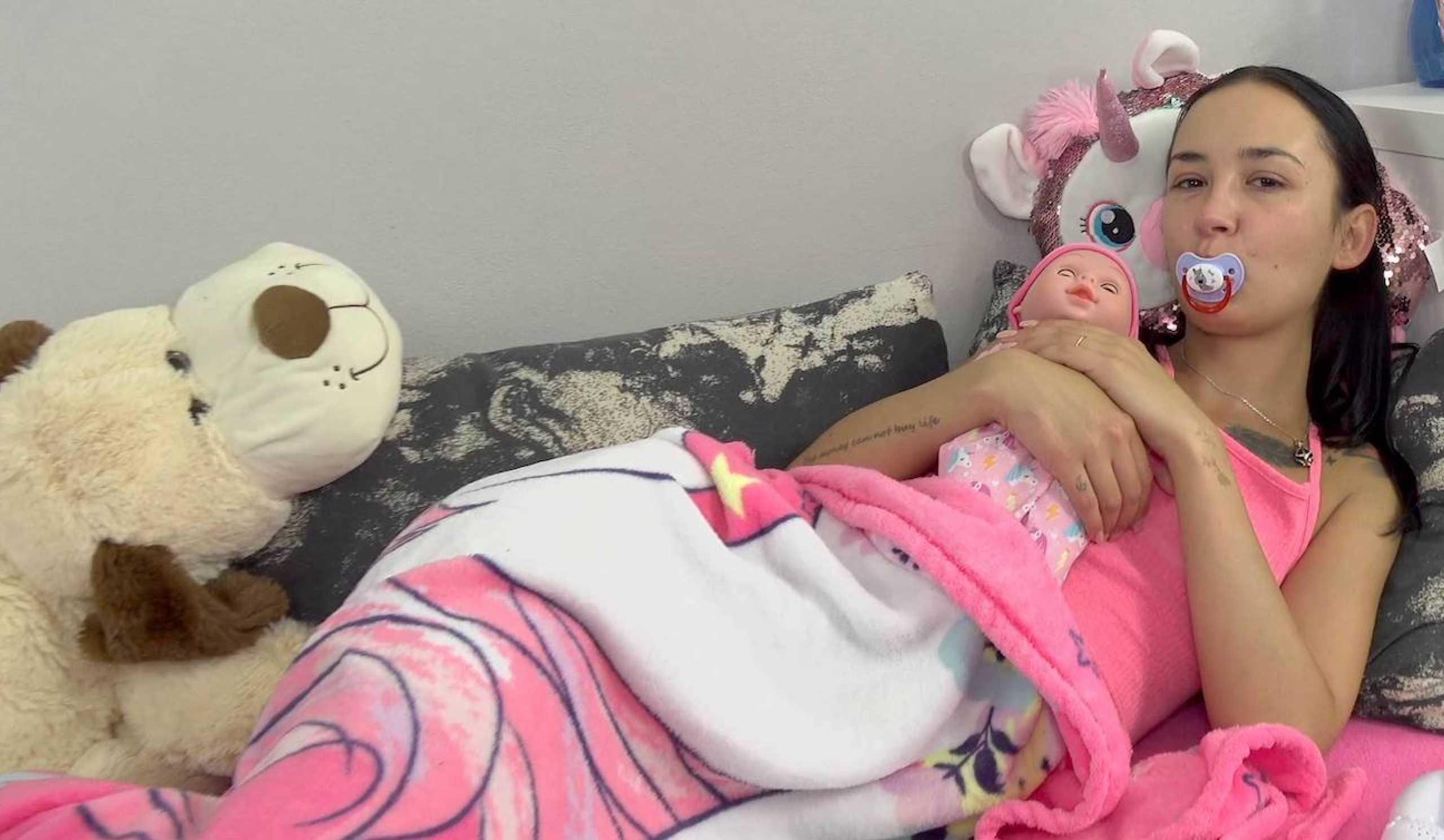 [CzechDeviant] Freya Dee (Girl In Pink Gets Pussy Stuffed Hard / 07.30.2020)